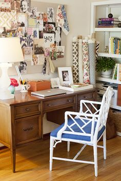 Love the mix and match of this set up.  Possible inspiration for my office/guest room upstairs.