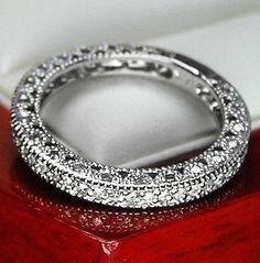$1,980 VINTAGE 14K WG WOMEN DIAMOND WEDDING BAND RING
