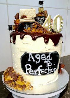 40th Cake, Dad Cake, 60th Birthday Cakes, Gold Birthday Cake, Bolo Jack Daniels, Bolo Laura, Drip Cake Tutorial, Bottle Cake, Chocolate Drip Cake