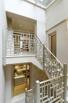 adore this stair railing! would be perfect in an open stairwell. adore this stair railing! would be perfect in an open stairwell. Stair Railing Design, Staircase Railings, Staircases, Indoor Railing, Modern Stairs, Modern Railing, Stair Steps, Interior Stairs, Architecture