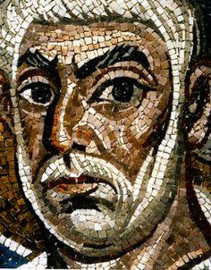 Basilica di San Vitale, Ravenna. I mosaici bizantini del periodo giustinianeo. 546-547. Intradosso dell'arco di accesso al presbiterio. SAN PIETRO