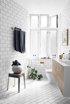 Pour une salle de bain scandinave monochrome