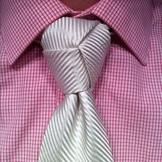 The Trinity Knot - Imgur  Weezle should try this for the wedding