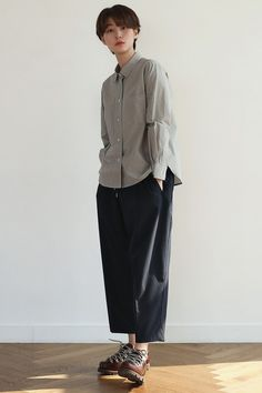 Japanese Minimalist Fashion, Minimalist Street Style, Japanese Street Fashion, Japan Fashion Casual, Pretty Outfits, Cool Outfits, Japan Outfit, Girl Fashion, Fashion Outfits