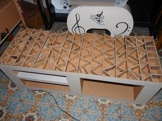 Récup & créations par Joël et Marie-Jo Diy Cardboard Furniture, Cardboard Storage, Cardboard Design, Paper Furniture, Recycled Furniture, Furniture Making, Cardboard Cartons, Cardboard Paper, Cardboard Crafts
