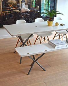 NEB Rectangular Table är ett stilrent matbord med grafisk design formgivet av Per Söderberg. Välj mellan skiva i laminat, ett starkt och tåligt material som är vatten- och värmebeständigt, fanér i ek, eller vacker carraramarmor. Vissa storlekar finns även med skiva i mässing, zink eller koppar. Matbordet tillhör kollektionen No Early Birds och har karaktäristiskt korsade ben i metall.Skruvarna som används till monteringen är fullt synliga och bidrar till bordets elegans.