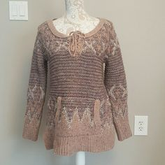 Oversized sweater In great condition oversized sweater 40% acrylic 39% wool 5% polyester Free People Sweaters Shrugs & Ponchos