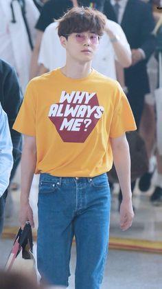 His shirt 😂😂😂😂 Suho must care about 8 members EXO Suho / Kim Junmyeon Chen, Why Always Me, Kai, Kim Joon Myeon, Chanyeol Baekhyun, Exo Korean, Kim Jongdae, Exo Ot12, Kpop Outfits