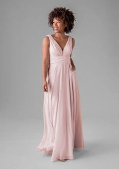 Selby Rae Marilyn. Marilyn is a traditional bridesmaid dress style that looks gorgeous year round. It has a ruched bodice, v-neckline and thick shoulder straps. #pinkbridesmaiddress Blush Pink Wedding Dress, Tea Length Bridesmaid Dresses, Wedding Dress Sleeves, Colored Wedding Dresses, Beautiful Dress Designs, Beautiful Dresses, Popular Wedding Dresses, Wedding Dress Shopping, Neckline