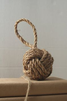 Just in case we want to attempt to make these ourselves.  Will use a white rope - Nautical Knot Tutorial from Wedding Bee