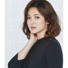 Beauty Song Hye Kyo Medium Short Hair, Medium Hair Styles, Curly Hair Styles, Beautiful Asian Girls, Simply Beautiful, Portrait Inspiration, Hair Inspiration, Korean Beauty, Asian Beauty