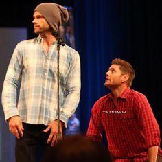 @jensenackles and @jaredpadalecki at #spnminn #minncon2016  Jensen shows how Jared never sees Lou Bollo Photo credit @tw1nsm0m on Twitter  #ackleholic #ackleholics #acklesholic  #spnfamily #spn #spnfan #spnfandom #supernatural #supernaturalfamily  #jaredpadalecki #jared