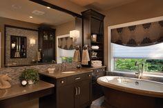 Fürdőszoba meleg barna színárnyalatokkal - Sötétbarna fürdőszobabútor és világosabb barna falak visznek meleg hangulatot a szép fürdőbe, a...