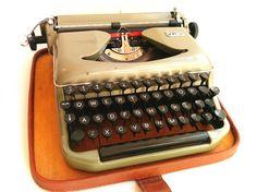 Working Typewriter Erika Model 11 Vintage Small Green by Lunartics