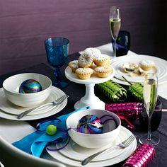 Set the Christmas scene! We've used Simply Beautiful Jamie Oliver dinnerware. #Woolworths #Christmas #Decoration #Inspiration #JamieOliver #dinnerware #Christmaslunch #Chritmasdinner