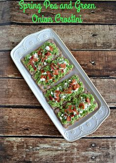 Spring is here and these Spring pea and Green Onion Crostini are perfect for parties! Veggie Appetizers, Easy Appetizer Recipes, Yummy Appetizers, Easy Recipes, Easy Vegetable Side Dishes, Vegetable Recipes, Bite Size Food, Pinterest Recipes, Everyday Food