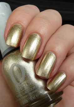 AllYouDesire: May from the FX collection, Luxe is a golden foil metallic.It covers nicely in two coats, application was flawless and the drying time was very good too. Metallic Silver Nail Polish, Chrome Nail Polish, Nail Polish Brands, Best Nail Polish, Silver Nails, Chrome Nails, Metallic Gold, Gold Polish, Gold Foil