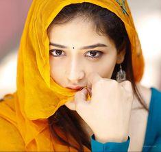 So petty: Indian actress Priyanka Jawalkar beautiful in blue salwar kameez suit with mustard yellow dupataa n natural makeup. Actress Priyanka, Bollywood Actress, Tamil Actress, South Actress, South Indian Actress, Beautiful Girl Indian, Beautiful Indian Actress, Beautiful Hijab, Beautiful Heroine