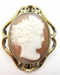 ANTIQUE 19thC VICTORIAN PINCHBECK FINELY CARVED CAMEO BROOCH, MINERVA S HEAD