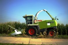 Nice pic' of a Claas Forage Harvester in action! Find out more Claas forage harvesters at http://www.agriaffaires.co.uk/used/forage-harvester/1/3942/claas.html