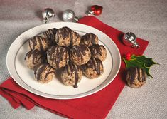 These yummy Christmas Balls are flavoured with tangy, sweet dried cranberries and a hint of festive spices.