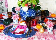 Mix and Chic: A beautiful and stylish, non-traditional Thanksgiving table setting!