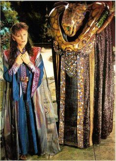 This photo is fascinating to me because I don't remember that shimmery, transparent cloak thing that Delenn is wearing over/under her tabard from ANY episodes of the show, even the one this photo is from. Sci Fi Tv Series, Best Sci Fi, Babylon 5, And So It Begins, Star Trek Ships, Sci Fi Characters, Old Tv Shows, Science Fiction Art, Sci Fi Movies