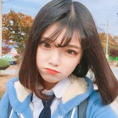 Pretty Korean Girls, Cute Korean Girl, Pretty Asian, Cute Asian Girls, Cute Girls, Cute Hairstyles For Short Hair, Girl Short Hair, Short Hair Styles, Korean Beauty