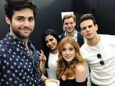shadowhunters cast in brazil - matthew daddario, emeraude toubia, dominic sherwood, katherine mcnamara and alberto rosende
