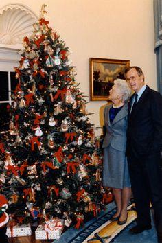 1990 President George H.W. Bush's Christmas Tree  NOT the Blue Room tree.