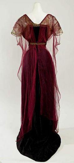 Edwardian evening gown, circa 1912     ~via Boylerpf Antique Vintage Jewelry