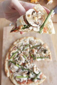 Pizza vegana de champiñones,esparragos y albahaca 10