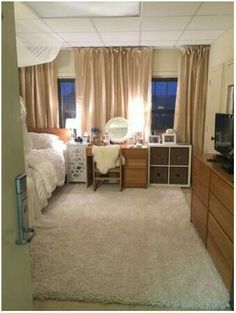 This woman warmed-up her daughter's dorm room by adding beautiful curtains to curtain tracks.Wish my college room was this sweet Cozy Dorm Room, Dorm Room Curtains, Dorm Room Rugs, Tall Curtains, Ceiling Curtains, Br House, Student Room, Dorm Room Organization, Dorm Life