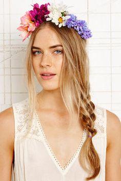 shopstyle.fr: Urban Outfitters Gardenhead - Bandeau couronne de fleurs