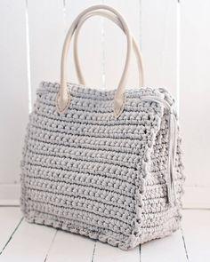 Красивой сумки должно быть много😂☝ а влазить в неё должно всё необходимое🤔 Размер 34*41*16 Соста