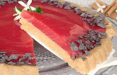 La Crostata Fredda all'Anguria è un dolce freddo realizzato da una base di biscotti e da una crema all'anguria senza colla di pesce, è deliziosa e profumata
