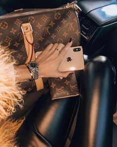 Designer Handbags and Discount Shopping. Everyone wants brand name accessories, especially in the trendy fashion circles. Many of us have been tempted to buy one of those Louis Vuitton replicas, Vuitton Bag, Louis Vuitton Handbags, Louis Vuitton Speedy Bag, Louis Vuitton Accessories, Women's Handbags, Boujee Lifestyle, Luxury Lifestyle Fashion, Luxury Fashion, Classy Aesthetic