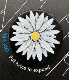 Daisy Painting, T Shirt Painting, Popsocket Design, Popsockets Phones, Diy Pop Socket, Acrilic Paintings, Phone Grip And Stand, Mini Paintings, Vinyl Art