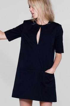 Crushing on this Mod little black dress.it would be the perfect staple black dress Mod Dress, Dress Skirt, Mode Bcbg, Vestidos Retro, Looks Dark, Lil Black Dress, Look Fashion, Womens Fashion, Inspiration Mode