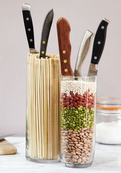 Check out these 3 DIY knife blocks for your kitchen! - Check out these 3 DIY knife blocks for your kitchen! Check out these 3 DIY knife blocks for your kitchen! Kitchen Organisation, Diy Kitchen Storage, Kitchen Decor, Kitchen Ideas, Organisation Hacks, Cuisines Diy, Unique Knives, Diy Rangement, Knife Holder