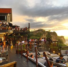 Single Fin Bar and 20 other must see places in Bali. World of wanderlust!