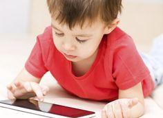 Novo documento da Academia Americana de Pediatria aponta para fim da idade mínima e do limite de horas por dia para o uso de gadgets. Mas será que tudo bem?