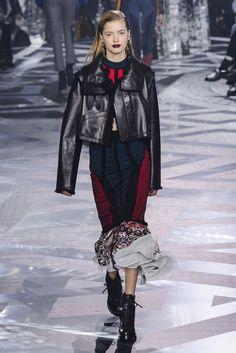 Louis Vuitton Fall 2016 Runway | POPSUGAR Fashion