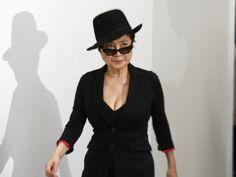 """Nutzt eine polnische Firma John Lennons Namen, um ihre Limonade zu verkaufen? Yoko Ono schreitet ein und droht mit einer Klage. Angeblich wollen sie nur Limonade verkaufen, doch die Ähnlichkeit des Markennamens """"John Lemon"""" zu Beatles-Legende John Lennon (1940 bis 1980,..."""