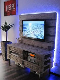 Meuble TV palette: - meuble paletteMeuble TV palette: - meuble ideas for wooden pallet projects TV stand Diy ideas for wooden pallet projects TV stand Diy Tv, DIY Ideas Pallet Projects Pallet Furniture Tv Stand, Pallet Chair, Upcycled Furniture, Furniture Projects, Diy Furniture, Furniture Design, Modular Furniture, Pallet Benches, Pallet Tables