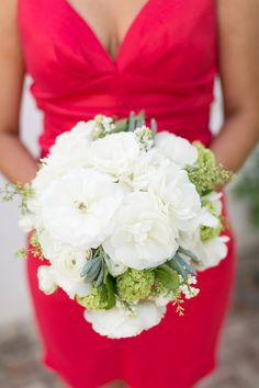 all white bouquet // photo by Chris + Jenn Photography, styling by Styling Starts Here // view more: http://ruffledblog.com/romantic-agoura-hills-wedding