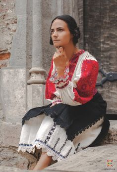 Portul padurenilor – Etnotique Folk Costume, Costumes, Folk Embroidery, Ethnic, Sari, Popular, Blouse, Flora, Fashion Trends