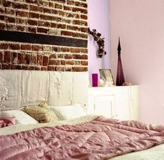Shades of mauve #bedroom #exposed_brick #textures