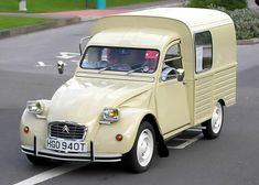 Citroën 2CV Furgoneta (also known as a 3CV or trois chevaux)    so want one of these