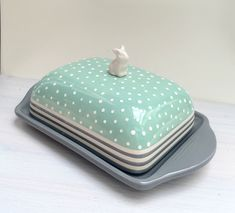 Zink und Zauber-Keramik bemalen Now hand on heart - this butter dish is not just great! Pottery Kiln, Pottery Mugs, Ceramic Pottery, Pottery Art, Ceramic Painting, Ceramic Art, Keramik Design, Painted Mugs, Hand Built Pottery